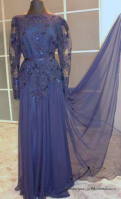 Vestido en gasa de seda , bordado en cristal