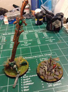 Eldar Objective markers, unlucky space marine and hero's grave. Warhammer Eldar, 40k Terrain, Sci Fi Models, War Hammer, Fantasy Miniatures, Space Marine, Deep Blue, Elves, Minis