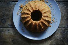Saftig formkake med pastinakk, krydder og honning | londonkjokken.com