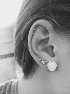 I love the second and third lobe holes♡