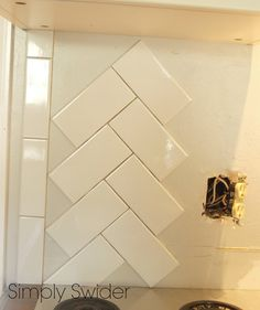 64 Super Ideas for kitchen tiles backsplash designs herringbone pattern Installing Backsplash Tile, Subway Tile Backsplash, Herringbone Subway Tile, Herringbone Pattern, Marble Pattern, Kitchen Tile Diy, Kitchen Backsplash, Backsplash Ideas, Tile Ideas