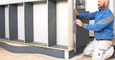 Linoleum er igen blevet moderne. Og ikke bare ser det godt ud, det er også hamrende praktisk. Vi viser dig, hvordan du bygger en flot reol beklædt med linoleum. Exterior Design, Interior And Exterior, Future House, Life Is Good, Diy And Crafts, Storage, House Ideas, Sofa, Furniture