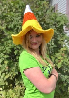 I've been brewing up some crochet fun! My Candy Corn Witch Hat pattern is now live! Crochet Fall, Holiday Crochet, Free Crochet, Crochet Blanket Patterns, Crochet Stitches, Crochet Crafts, Crochet Projects, Crochet Slouchy Hat, Halloween Crochet Patterns