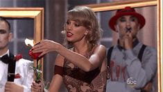 Taylor Swift's Crazy Eyes At The AMAs Are Even Better Than Her Makeup
