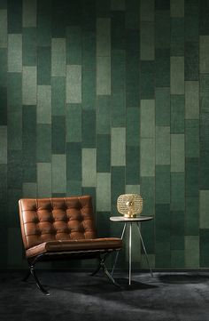 echt jute - gestikt patchwork - Hooked on Walls, Rivera - Align Green Wallpaper, Wall Wallpaper, Wall Colour Texture, Bathroom Wallpaper Trends, Kitchen Hood Design, Arte Wallcovering, Bordeaux, Leather Wall, Jute