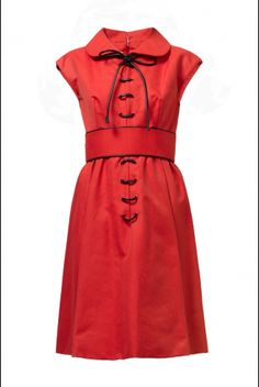 This Geoffrey Beene dress is from 1967. It is styled with Tom Ford gold chain shoes. Click on Details for more product information.