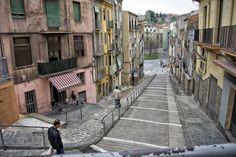 La escalera - Manresa es una ciudad capital de la comarca del Bages, en la provincia de Barcelona. Situada a 65 kilómetros (km) de la ciudad de Barcelona. Tiene una imponente Catedral gótica y una iglesias de estilo barroco, también dispone de varios edificios modernistas.