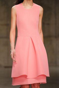 Simone Rocha Fall 2013 -- simple and detailed Fashion Details, Timeless Fashion, Fashion Tips, Fashion Design, Pink Fashion, Runway Fashion, Pretty Dresses, Beautiful Dresses, Cocktail Dresses Evening Wear