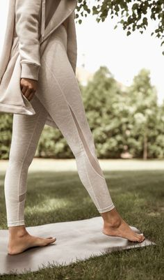 Basic Workout, Workout Essentials, Monochrome Fashion, Athleisure Wear, Nyc Fashion, Weekend Wear, Casual Outfits, Casual Clothes, Look Chic