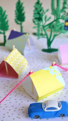 how she did these paper tents - in Dutch only, but photos are self declaring --- by ingthings Moody und ein Kind oder dumm DIY