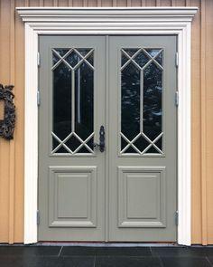 Bildresultat för väggar gulockra dörr kromoxidgrön Curb Appeal, House Entrance, Sidewalk