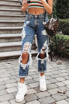 Crazy Hole High Waist Loose Jeans Chiclotte - High Waisted Jeans - Ideas of High Waisted Jeans Teen Fashion Outfits, Retro Outfits, Look Fashion, Girl Outfits, Woman Fashion, Teen Fashion Tumblr, Jeans Fashion, Steampunk Fashion, Gothic Fashion