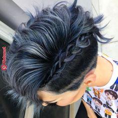 New hair color short blue dyes Ideas Pixie Hairstyles, Pretty Hairstyles, Pixie Haircuts, Ladies Hairstyles, Haircut And Color, Grunge Hair, Short Hair Cuts, Short Pixie, Fun Hair Cuts