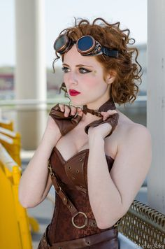 www.steampunktendencies.com - [stereotypical Steampunk girl, but well composed photography and great makeup that I could do]