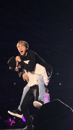 taehyung giving jin a piggy back Foto Bts, Bts Suga, Taehyung, Bts Header, Bts Aesthetic Pictures, Chicago Pd, Bts Video, Bts Lockscreen, About Bts