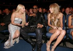 """OMG!"" R. Kelly sits between Lady Gaga�and Taylor Swift�as they trade juicy gossip during the 2013 American Music Awards on Nov. 24 in Los Angeles�"