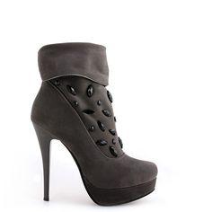 BOTINE SHINY GREY  139,0 LEI Grey, Heels, Boots, Fashion, Gray, Heel, Crotch Boots, Moda, Fashion Styles