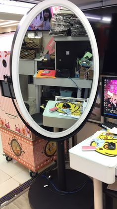 oval mirror photo booth #Eagle #mirrorphotobooth #mirrorme #magicme #photobooth #fotomaster #selfiemirror #mirrorphotoboothsupplier #mirrorphotoboothfactory #mirrorphotoboothmanufacture Photo Booth Machine, Photo Booth Equipment, Mirror Photo Booth, Oval Mirror, Eagle, Ring, Home Decor, Rings, Decoration Home