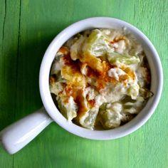 Le gratin de chouchou est un plat traditionnel de La Réunion qui consiste en un mélange de christophines, béchamel et fromage gratiné au four.
