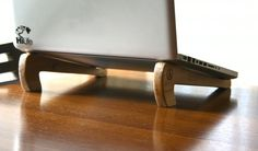 Tallo: Recycled Wood Laptop stand // handmade // von AnkaSupplyCo