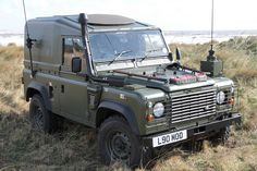 Nice mounts for shovel and pick handle. Pick head mounted onto the bumper. Land Rover Defender 110, Defender 90, Landrover Defender, Army Vehicles, Armored Vehicles, Tt Car, Best 4x4, Farm Trucks, Off Road