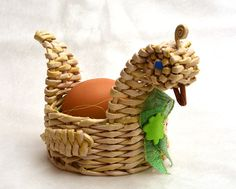 Bbg, Wicker Baskets, Quilling, Interior Decorating, Projects To Try, Christmas Ornaments, Holiday Decor, Crafts, Craft Ideas