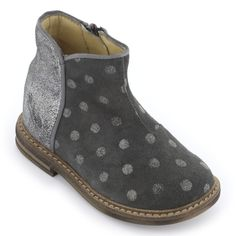 Upper made of glittery silver leather and dark grey spotted leather. Beige leather insoles and lining. Strengthening patches on the heels. Zipper on the side. Stitched seams. Non-slip gum outsoles. - 99,00 €