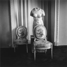 Pavlovsk near St Petersburg (Russia), Great Palace  (built 1782–86 for the later Tsar Paul I; architect: Charles Cameron; extended 1796–99; architect: Vincenzo Brenna).  Still life during restoration works. (Chairs and torso).  Photo by Justin Creedy Smith, July 1994.