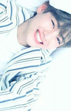 Park Jungkook who is the younger brother of famous model Park Jimin. Life is same for jungkook until he meet jimin's friend Kim Taehyung Who is a pianist. Bts Taehyung, Namjoon, Bts Bangtan Boy, Jhope, Bts Jungkook And V, Taehyung Smile, Yoongi, Foto Bts, Taekook
