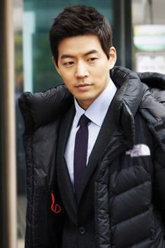 i know this guy from angel eyes. and he so sweetttt Lee Sang Yoon, Lee Sung, Korean Actresses, Actors & Actresses, Park Hae Jin, Handsome Korean Actors, Choi Jin Hyuk, Yoo Seung Ho, Korean People