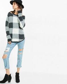 cut-out shoulder plaid circle hem sweater