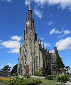 """Catedral concluída   A Igreja Matriz de Canela, """"Catedral de Pedra"""" como é conhecida, em estilo gótico, está situada no centro de Canela, ..."""