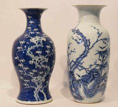 Zwei Vasen, China, 19. Jh.  blau-weiß Malerei, H. 45cm (Beschädigungen an den Lippen und den Standringen)