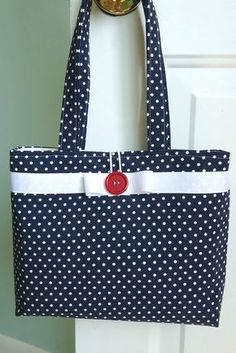 Handmade accessories since 1994 by SweetPeaPurseCompany So perfect for summer. Navy Blue and White Polka Dot Summer Purse by Sweet Pea Purse Company Bag Pattern Free, Pouch Pattern, Bag Patterns To Sew, Patchwork Bags, Quilted Bag, Polka Dot Purses, Polka Dots, Denim Tote Bags, Summer Purses