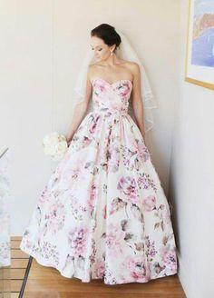 Gorgwous floral wedding dress