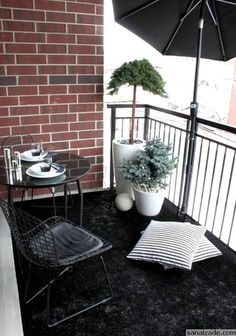 If you are looking for Diy Small Apartment Balcony Garden Ideas, You come to the right place. Below are the Diy Small Apartment Balcony Garden. Balcony Flooring, Diy Small, Rustic Outdoor Decor, Colorful Decor, Apartment Balcony Decorating, Diy Small Apartment, Small Apartments, Cool Apartments, Small Outdoor Spaces