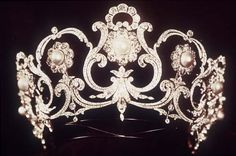 Made for Queen Margherita, who was queen of the newly-unified Italy from 1878 to 1900, by Musy. It's a versatile tiara that can be worn in various configurations.