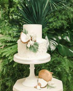Hawaii Wedding, California Wedding, Hawiian Wedding Cake, Dream Wedding, Wedding Day, Tropical Party, Cake Decorating Techniques, White Candles, Wedding Cupcakes