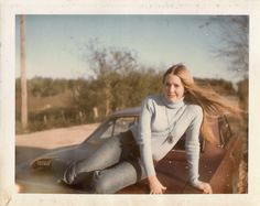 43 Cool Pics of Teenage Girls That Defined Young Fashion of the ~ vintage everyday 70s Inspired Fashion, 70s Fashion, Fashion Trends, Coachella, Fashion Essay, Punk Looks, Young Girl Fashion, Fashion Silhouette, Girls Slip