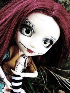 Nightmare Before Christmas(Sally) Tim Burton, Barbie, Nightmare Before Christmas Dolls, Sally Nightmare, Dark Disney, Gothic Dolls, Jack And Sally, Paperclay, Creepy Dolls