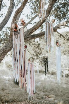Looking to dress up those trees with hoops that err on the bohemian side? Antlers, textured and patterned ribbons, and moody blooms are welcome add-ons, as evidenced by this Habitat Events design.