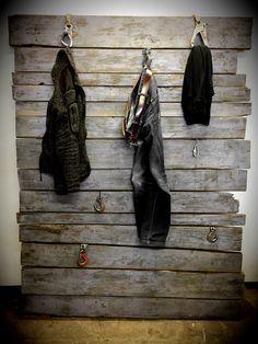 Holzwand / Garderobe / Fotowand in Weitere Möbel