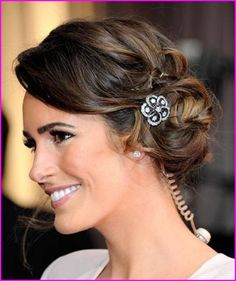 Louise Roe's loose braided chignon with sparkly accents. Messy Bun Hairstyles, Winter Hairstyles, Vintage Hairstyles, Pretty Hairstyles, Wedding Hairstyles, Hairstyle Ideas, Messy Updo, Simple Hairstyles, Hairstyles 2016