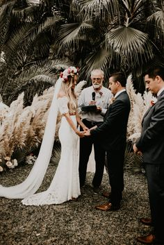 With neutral colors and boho touches, these Mexico vows are wedding goals Bohemian Wedding Invitations, Boho Wedding Decorations, Neutral Wedding Colors, Neutral Colors, Palm Wedding, Summer Wedding, Sophisticated Wedding, Elegant Wedding, Wedding Ceremony Seating