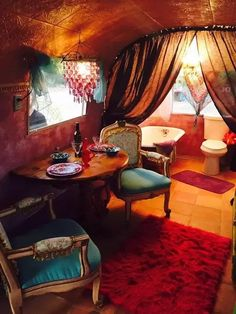 Enter this vintage 1967 Airstream and channel your inner diva with its interior