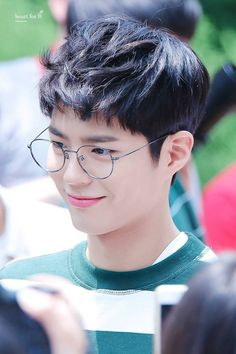 Here's the list of top 10 most popular and handsome Korean drama actors who make our hearts melt from the very first time we look at them! Here you will also find some drama recommendations! Park Bo Gum Glasses, Park Bo Gum Reply 1988, Park Bo Gum Cute, Korean Celebrities, Celebs, Park Bo Gum Wallpaper, Park Bogum, Handsome Korean Actors, Kdrama Actors
