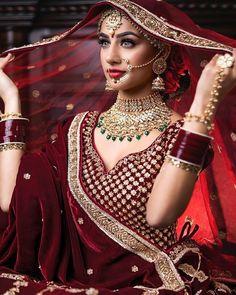 Top 20 Trendy Indian Bridal Makeup Images - Makeup Artist in Delhi Indian Bridal Photos, Indian Bridal Outfits, Indian Bridal Makeup, Bridal Makeup Looks, Indian Bridal Wear, Indian Bridal Fashion, Pakistani Bridal, Bridal Poses, Bridal Photoshoot