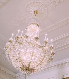 Ceiling and chandelier,gorgeous