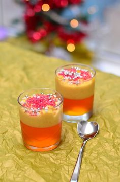 Gelatina di arance e crema pasticcera per il dolce di Natale Christmas Dishes, Christmas Time, Weird Food, Jello, Biscotti, Food Styling, Italian Recipes, Deserts, Good Food