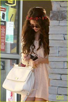Selena  e Charity Baroni vão almoçar em Tarzana, CA  8